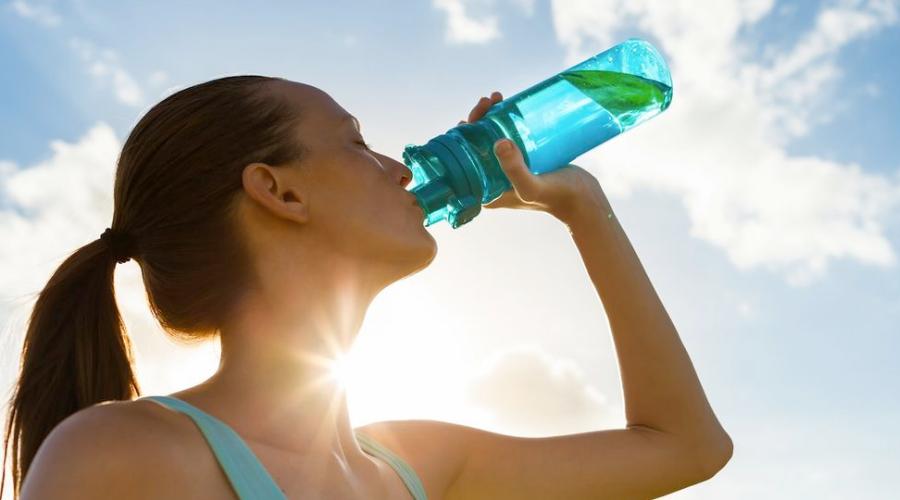 Prevenir a desidratação é uma das mais eficientes estratégias para manter o alto rendimento