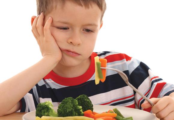 Meu filho não come! Como lidar com as recusas alimentares na infância?